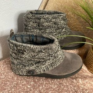 Muk Luks grey ankle boots size 8